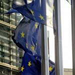 IDrapeaux européens flottant devant le Berlaymont